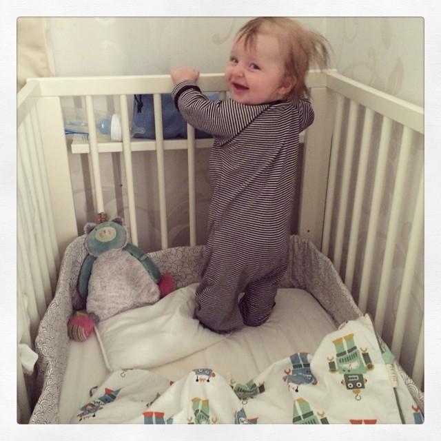 Gladaste Ada har lärt sig ännu ett trick… Hjälmdags? #adabebisen
