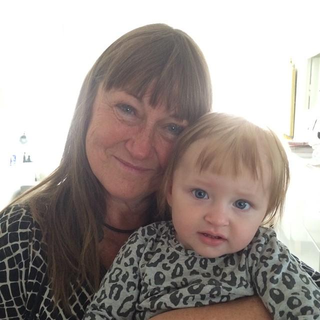 Mormor och Ada. Nyklippt lugg. #adabebisen