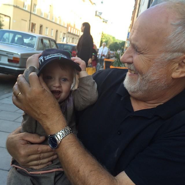 Ada och morfar Bosse. #arvikafarmartjänst #adabebisen