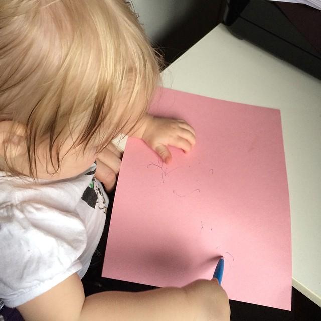 """Adas första """"teckning"""" :) #adabebisen"""
