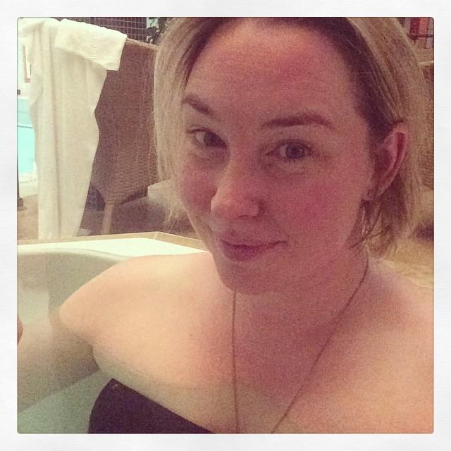 Precis fått massage, nu är det makens tur. Sen sen middag på Häll. #barnvakt #dejt