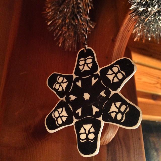 Julpysslat lite. #darth #krympplast #starwars #snowflake #pyssel #anthonyherrera