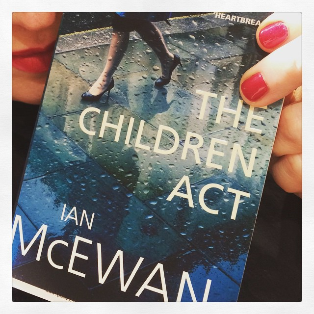 Just nu läser jag #TheChildrenAct av #IanMcEwan. Precis börjat så ingen aning om bra el ej men gillar McEwan. #dag3 #bokhorafotoutmaning