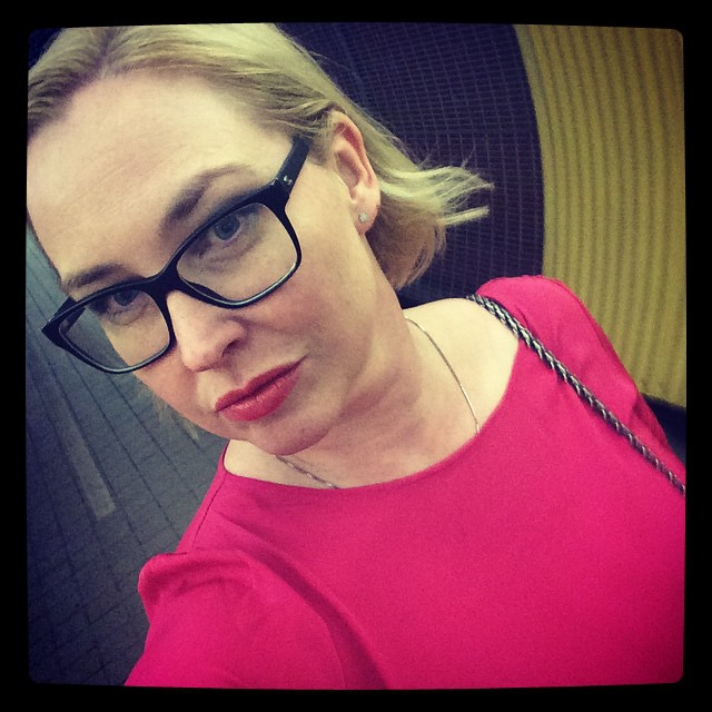 Älskar färgen på min nya klänning. #selfie #greta