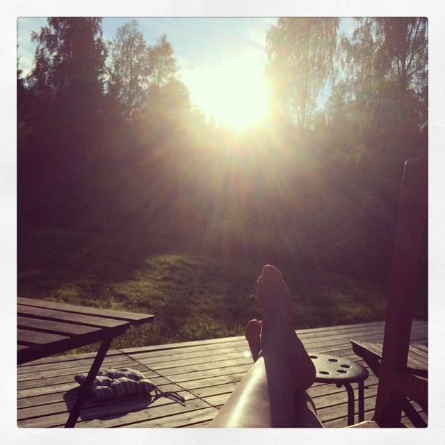 M kör läggningen. Jag softar i solnedgången efter en rolig dag.