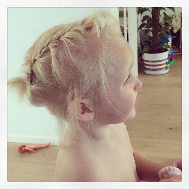 Har ett barn att göra frisyrer på numera :) #adabebisen