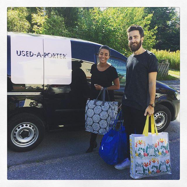 Idag kom #usedaporter förbi och hämtade upp både saker som ska säljas men framför allt mängder med kläder som ska skänkas till de syrianska flyktingarna på Lesbos via @vigorvadvikan. (De sorterade sopsäckarna ligger redan i bilen.)