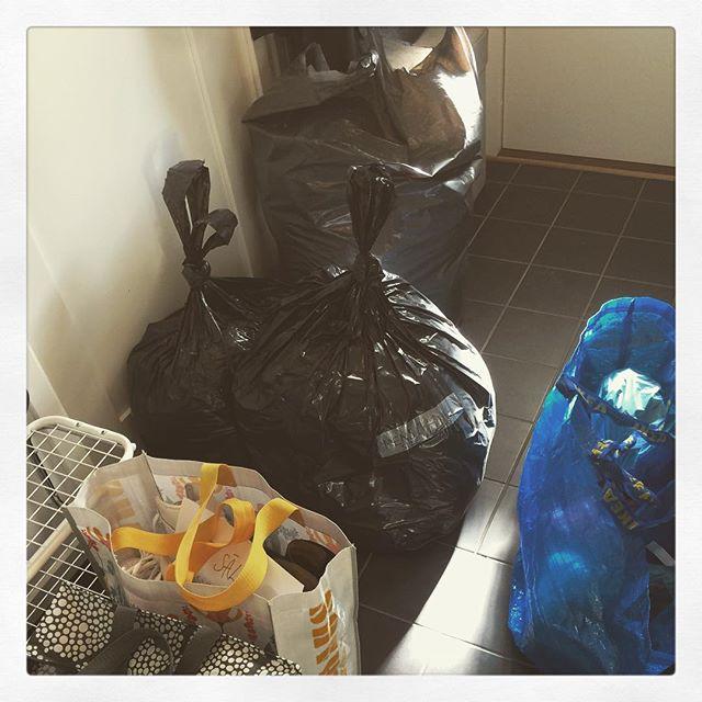 Skönt att rensa men också att våra grejer kommer till någon som behöver dem bättre. #vigörvadvikan